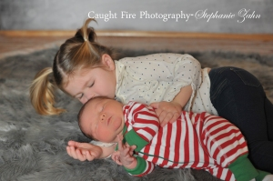 sibling newborn photography, copyright 2015 caught fire photography, stephanie zahn