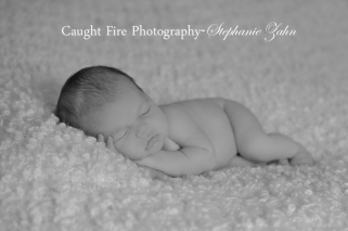 copyright caught fire photography, stephanie zahn, black and white newborn photo, newborn photographer, annapolis md newborn , simple newborn photography